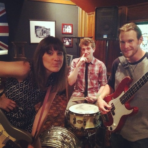 Pretty much the coolest kids around. #blues #trio #fender #nosepicking #gig #franklinma #lydiawarrenband (at British Beer Company)