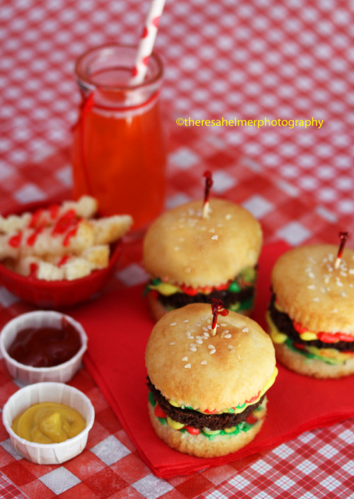 Hamburger Slider Cupcakes  http://theresahelmer.deviantart.comhttp://www.theresahelmerphotography.com/