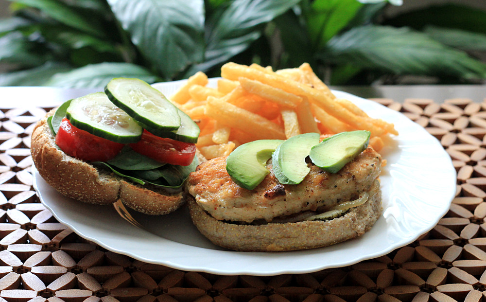 vegnatureng - Lunch time 100% vegan !   Gardein chick'n Scallopini burger with french fries ! The classic fast food lunch. ;-) For the burger...