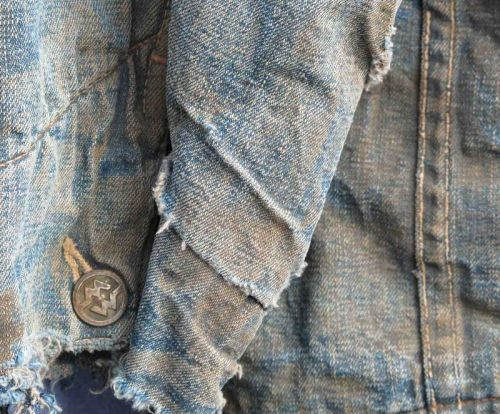 jansharley:    (via DETAILS by Piero Turk, a denim inspiration (DenimHunt))