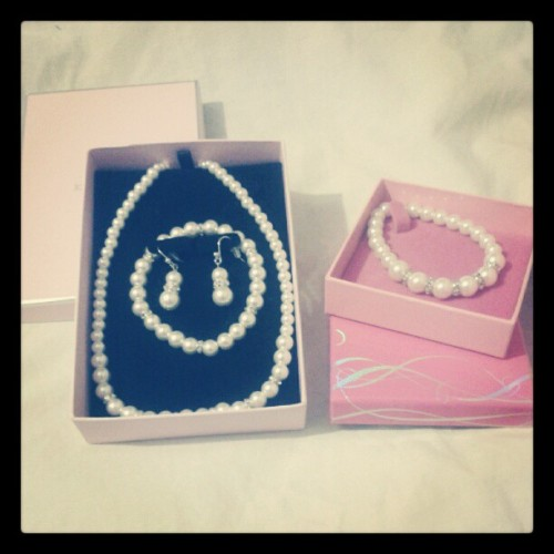 What i got my mum for #mothers #day i know she loves #pearls . #gift #jewellery #pink