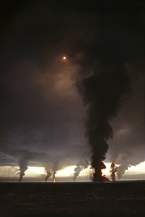 leadandlight:  Burning oil field, Ahmadi Oil Fields, Kuwait, 1991