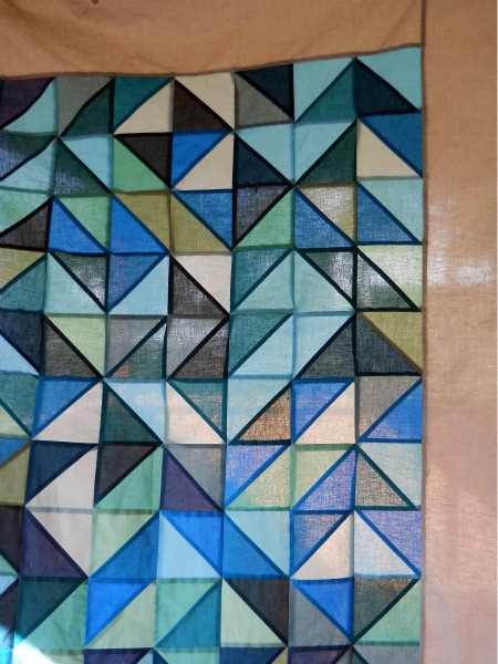 quiltfactory:  (via modern half square triangle quilt tutorial | a cuppa and a catch up)