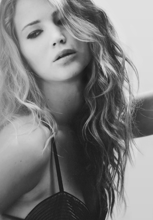 tara-beautiful-nightmare:  Jennifer Lawrence   please don't change the source :)