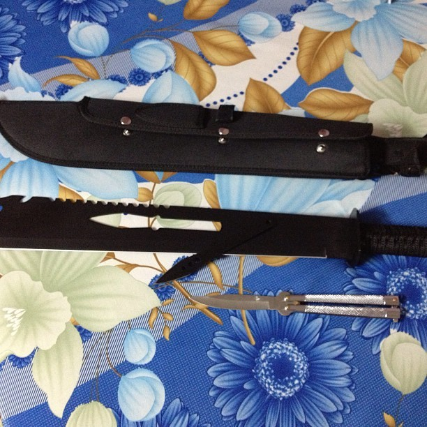 minhthevillain:  Keep it next to the bed. #machete #butterflyknife #balisong
