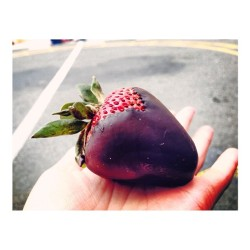 😍🍓 Thanks @olivia_lau #chocolatestrawberry #strawberry #nomnation