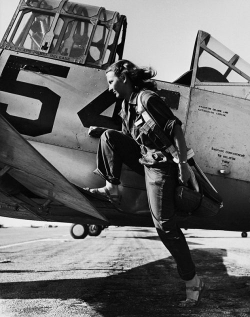"lostsplendor:  ""A pilot of the U.S. Women's Air Force Service at Avenger Field, Texas, in 1943"" by Peter Stackpole (via LIFE)"