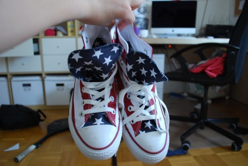 fab-sloth:  guys i finally got my american flag converse!