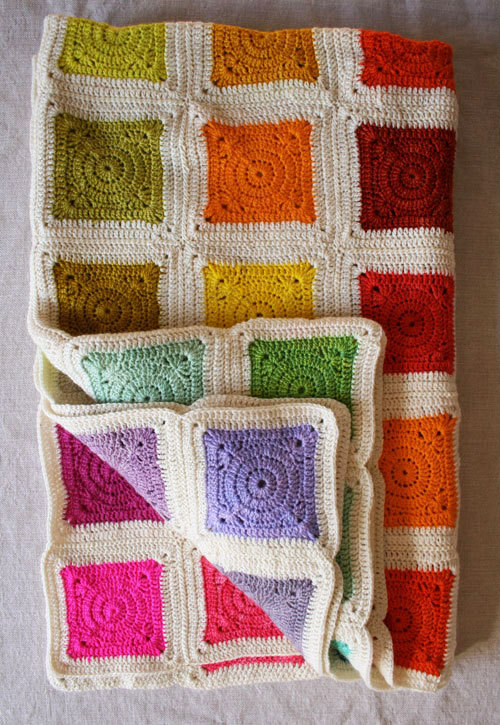 wherethewoollythingsare:  (via Whit's Knits: Bear's Rainbow Blanket - Knitting Crochet Sewing Crafts Patterns and Ideas! - the purl bee)  Such beautiful colours……