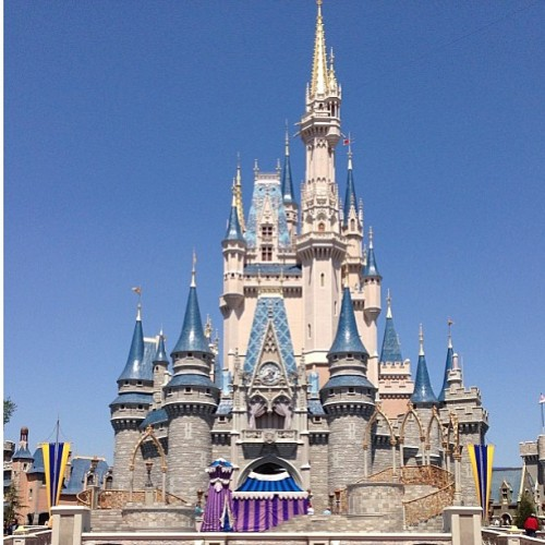 ONLY 5 DAYS TILL IM HERE 💕😍 #DISNEYWORLD #CINDERELLACASTLE #FLORIDA #MAGICKINGDOM #CASTLE #WALTDISNEY #2013