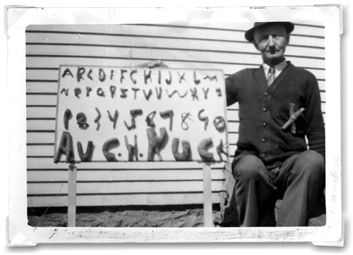 visual-poetry:  the alphabet man (~1940)