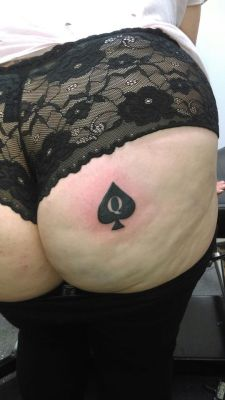 ukqueenofspades:Come share with us xxxxDo you like her new Queen of Spades tattoo?