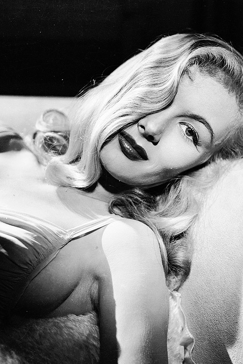 Veronica Lake, photographed by Eugene Robert Richee, 1941.