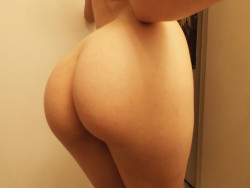 dimplesandsexybacks:  pillory:  ok have a butt pic im gonna sleep i think bye  :3