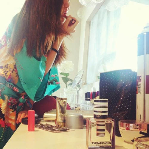 💄#dressingroom #makeup #lipstick #perfume #mirror #girl #style #photooftheday #love #eyelashes #igers