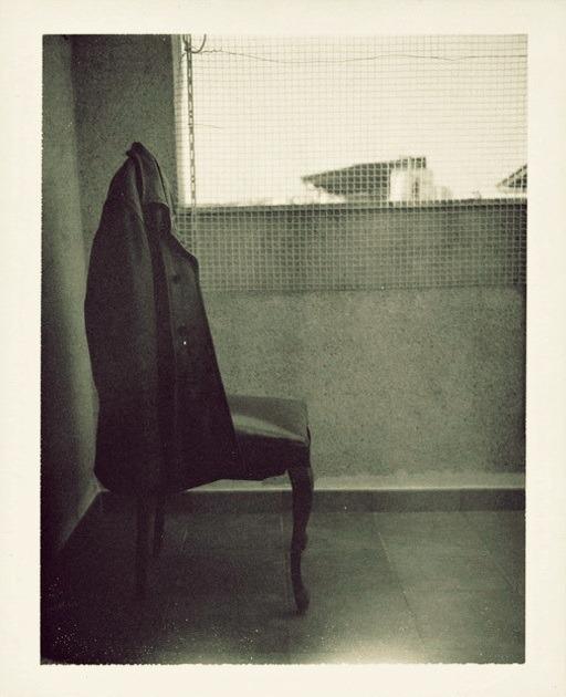 miss-catastrofes-naturales:  Patti Smith La silla de Roberto Bolaño Patti Smith La silla de Roberto Bolaño Arte y Filosofía Contemporánea