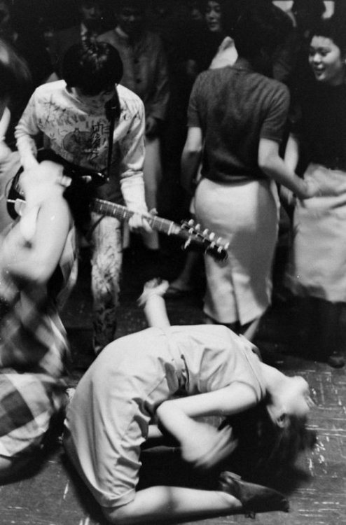 the60sbazaar:  Japanese girl gets down to the music at a rock n roll club (1960s)