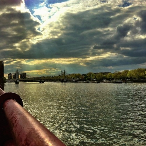 #london #thames #thamesriver #batterseapark #peacepagoda (at The Peace Pagoda)