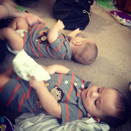 Enzo wants the wipes and Maddox has to haves purse./) #toocute #babies #twins #love #them #laine  (at laine's home)