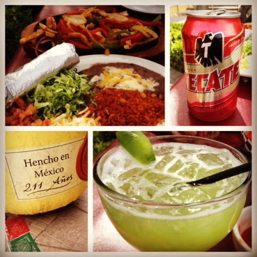 Happy #CincoDeMayo! Henche en México? Fix that typo! #mexico #Vegas #food #foodie #margarita #tecate #fajitas #steak #lunch #yum #yummy #nomnom #drink #delicious #typo #lakelasvegas #mex #mexican #sunday #lasvegas #lategram  (at Sonrisa Grill)