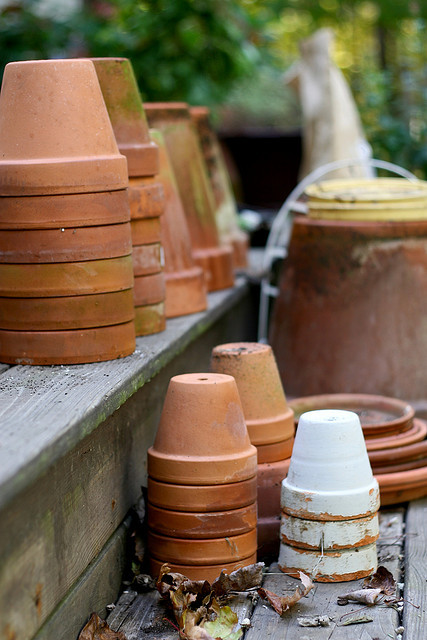 Terra-cotta pots by Chiot's Run on Flickr.