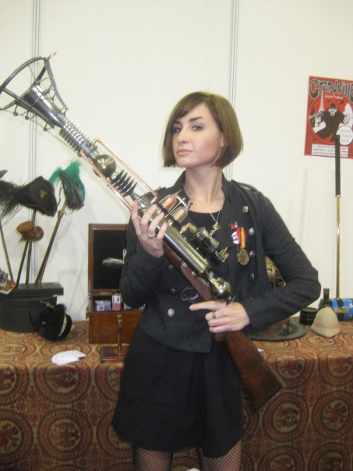 technicallyrandom:  Allison Scagliotti with a steampunk based rifle equals awesomeness. :-)  Sorry, it's just the steampunk and my favorite actress using it.