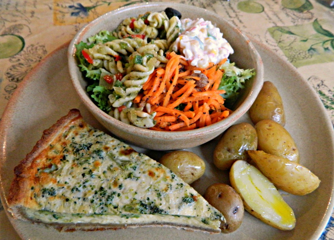 Broccoli quiche with buttery new potatoes, pesto pasta salad, orange and carrot salad and creamy sweetcorn and pepper salad. I went out to lunch today with one of my oldest friends (I can't believe I've known you 12 years, Elise!) to a lovely delicatessen called Peppers. They have separate vegetarian/vegan and gluten free menus too if you so require them, which is always nice, as I know having a 'restrictive' diet can feel like you're being a pest - this way your options are already laid out in front of you, woo hoo! :D