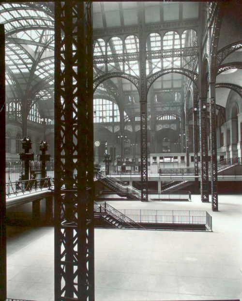Berenice Abbott's photograph of the interior of Penn Station, New York, 1935/38
