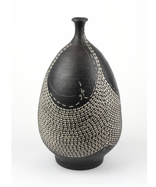 Kondo Yutaka, Bottle, stoneware with rouletted design inlaid in white over textured black glaze, c.1983.