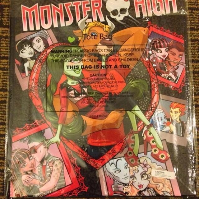 Monster High Couples Bag #mhcouple #monsterhigh #iris #irisclops #manny #mannytaur #lagoona #lagoonablue #gil #gilwebber #heath #heathburns #draculaura #clawd #clawdwolf #cleo #cleodenile #deuce #deucegorgon #sdcc #sdcc2014 #monsterhighsdcc #purse #totebag source-http://www.ebay.com/usr/sneakerseven?_trksid=p2047675.l2559
