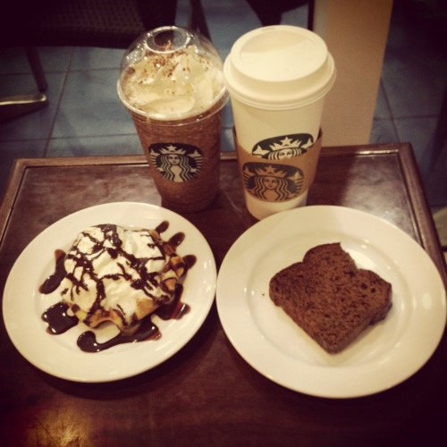 Dark mocha frappe and hot white mocha. With choco belgian waffle and banana loaf :)