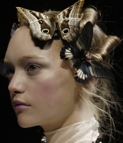 lavandula:  gemma ward at alexander mcqueen autumn/winter 2006-2007