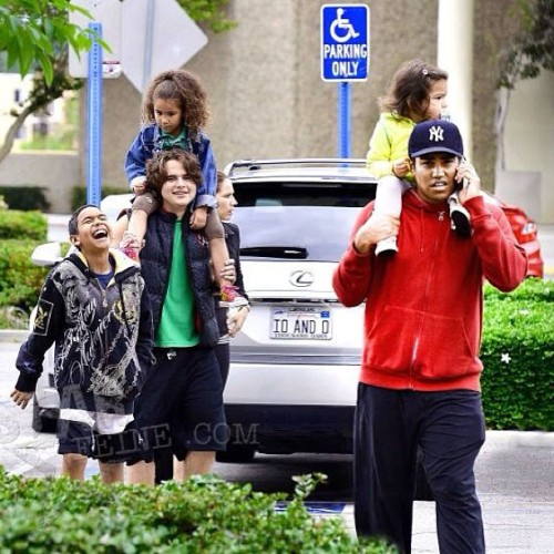 Prince, @tjjackson, his wife @francesdjackson, their son Ro Ro and daughters Dee Dee and Jo Jo spotted on their way to the movies on May 16th, 2013. #tjjackson @tjjackson9 #princejackson #family #nextgeneration