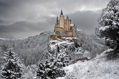 matadornetwork:  Alcazar Castle in Segovia, Spain, in the winter. Photo by Javier Javisego.