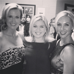 Korri Robertson, Kelly Clarkson & Jessica Robertson at the ACM's 2013