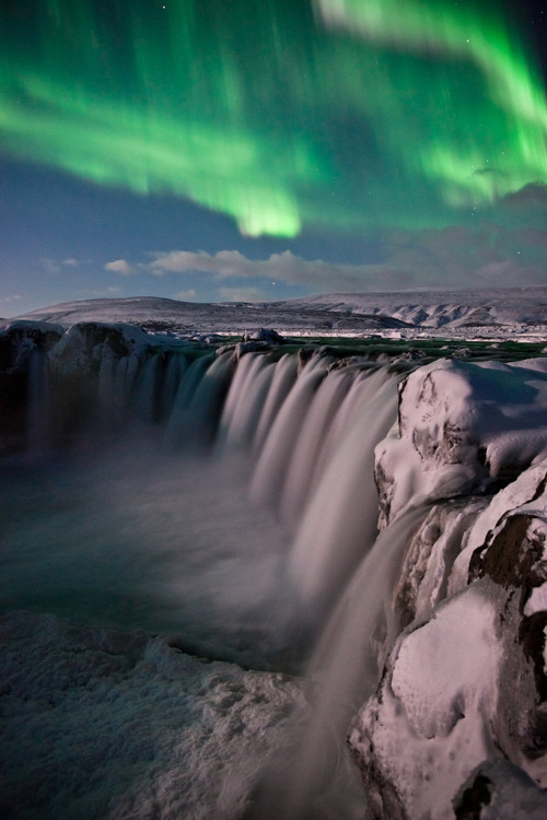 ethereo:  Goðafoss+Aurora (by Gulli Hall)