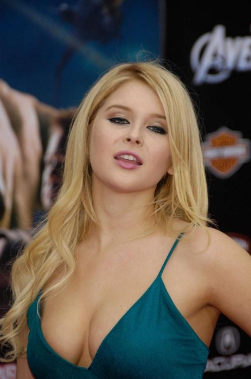 Renee Olstead - Cleavage