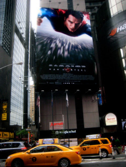 kimmiecoo:  supermanspoilers:  Times Square, Manhattan.  Sweet!!