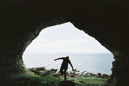 eliego:  Kings Cave by Richard S J Gaston on Flickr.