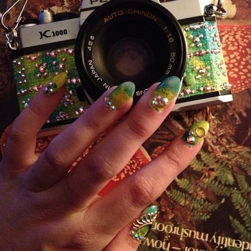 rumpshaker:  ✨#nailsdid to match my camera 💅