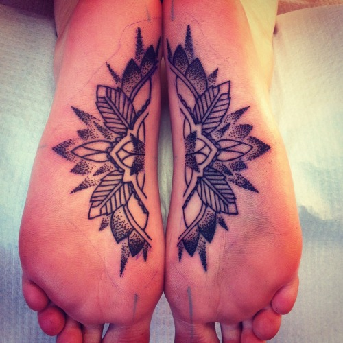jodilyford:  Split foot Mandala. Yes, she was well informed that this tattoo would mostly fall out. It was part of the reason she wanted it. Inspired by sand mandalas created by monks that would take many hours to create, only to be destroyed.