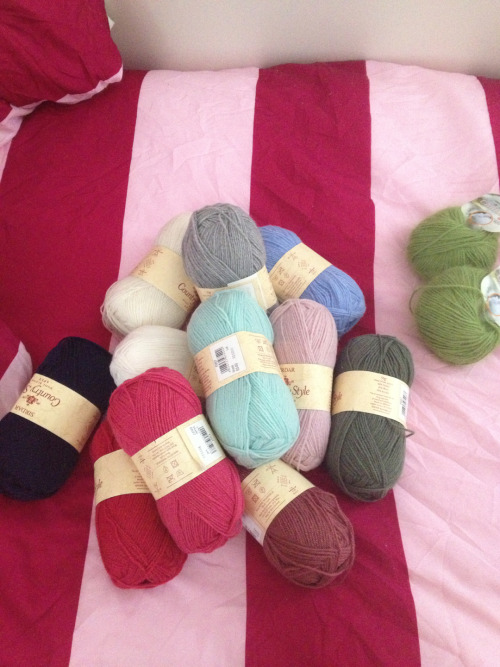 craftyj:  Bought some new yarn for a couple of projects from Black Sheep Wools out here in the UK! Check then out! Will post pattern for one of my projects later! ;)  I LOVE Black Sheep Wools!  Hurrah!