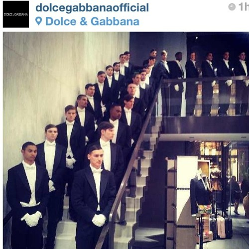 #rp How handsome do all these gentlemen look awaiting the Dolce & Gabana grand store opening? The guys I helped style up their hair are somewhere in there! ;) #hairstylist #hairteam #hair #mensgrooming #fashion #celebrities #dolceandgabana  (at Dolce & Gabana fifth avenue)