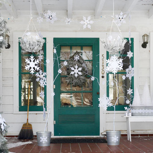 micasaessucasa:  (via Christmas decorations ideas for your porch and front door)