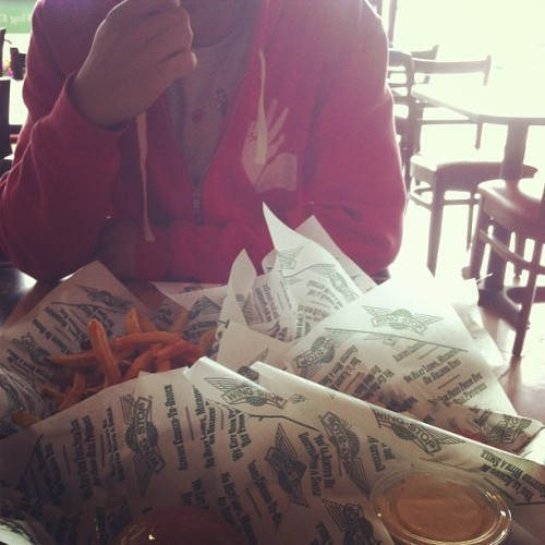 Wingstop with @jonliao !!! #fattypatty #hyd #ttr #iwantpizzastill #stillpayingforthismonth #bawlercouple #hungrycouple (at Wingstop)