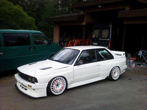 hakosukajapan:  wow  I love those wheels ♥