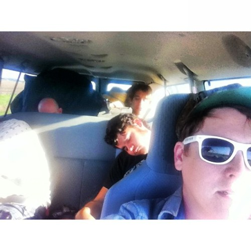 sleepy boys on our ride into chicago. elbo room at 11! #welcometothelifeadventuretour  (at cosmic america)