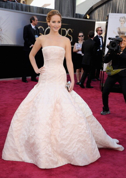 jennifer-sinsajo:  JENNIFER LAWRENCE AT OSCAR!!!  Perfection!