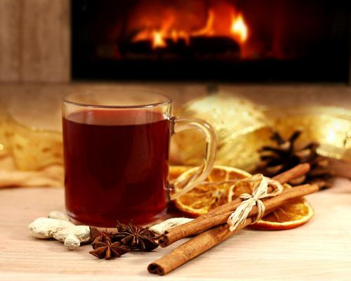 5 drinks to keep winter at bayIt's the time of year to hunker down in front of the fire. When cold weather strikes, it's tempting to grab a glass and worry about calories later. Rather than imbibe drinks loaded with calories, try working with seasonal favorites high in antioxidants and ingredients that reflect winter.