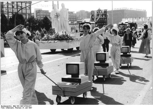 poorsexyeast:  DDR showing off their computers at a 1987 parade